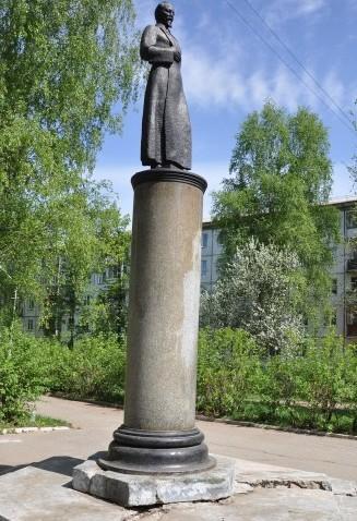 дзержинский памятник