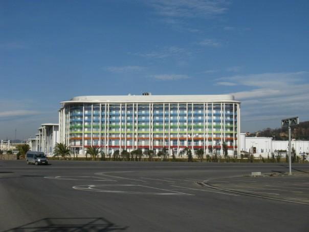 В шаговой доступности от главного медиацентра расположена гостиница «Tulip Inn Omega» на 600 мест. Во время Олимпиады здесь разместятся представители СМИ