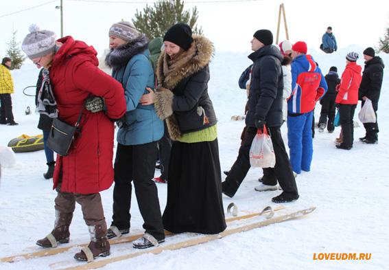 на лыжах девушки