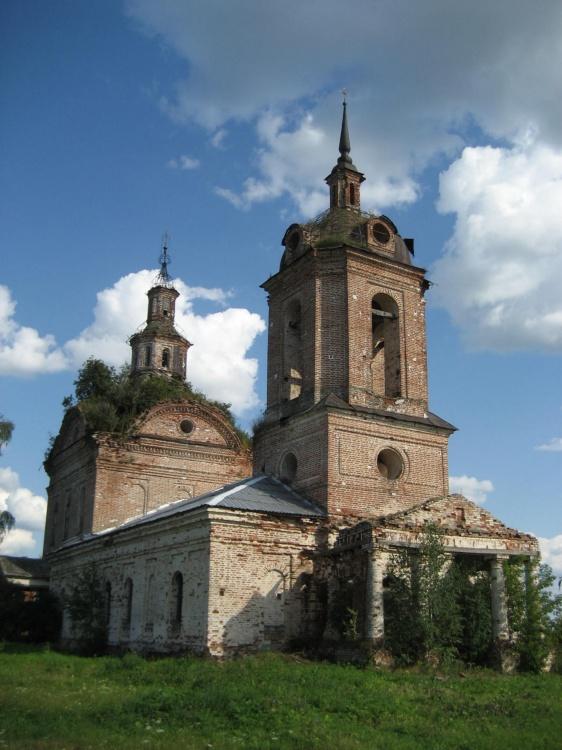 село Елово Ярский район. Церковь Троицы Живоначальной.