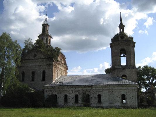 село Елово Ярский район. Церковь Троицы Живоначальной