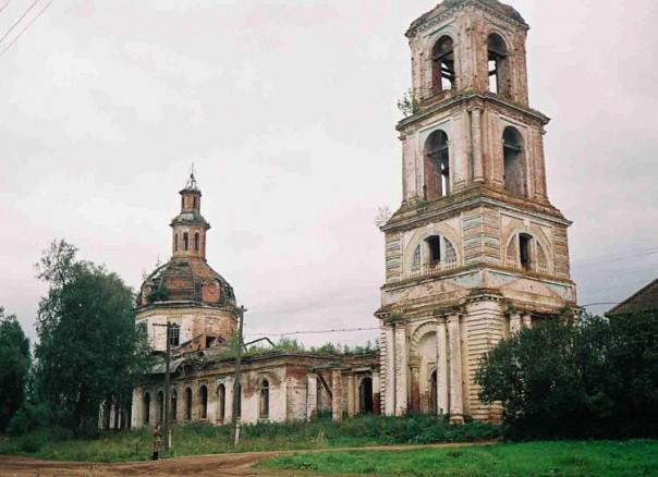село Узи Селтинский район. Вознесенская (Михайло-Архангельская) церковь.