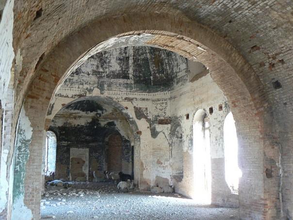 тортым разрушенный храм